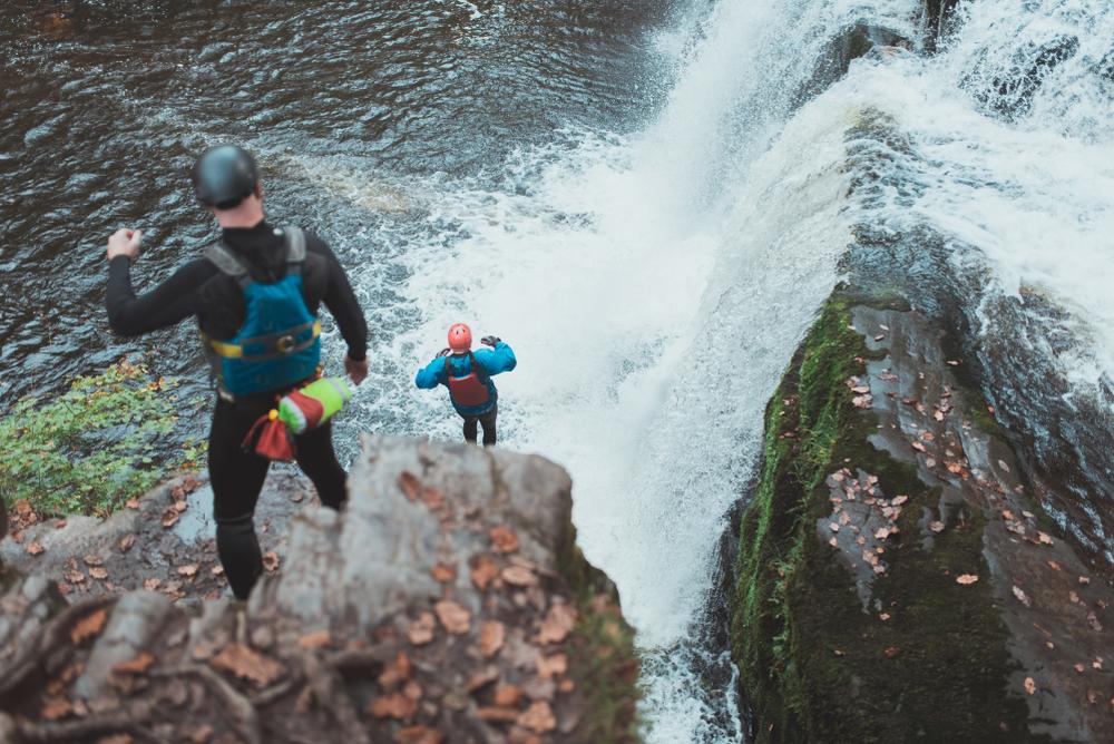 DawidAndMarcelina Lizenzfreie Stockfotonummer: 1015850137 cliff jumping coasteering wales river