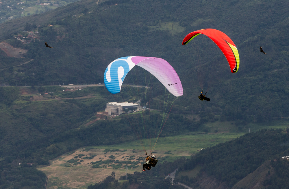 Parapente Medellín, Colombia, January 2018, You want to fly Paragliding come and Enjoy the excellent view of the Aburra Valley just 40 minutes from the city, viewpoint of San Felix Bello