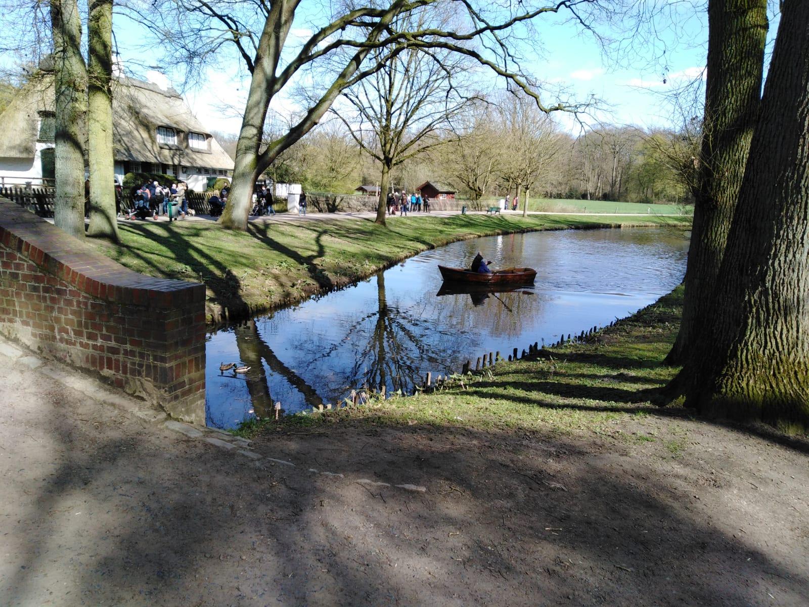 Mit dem Ruderboot durch den Bürgerpark (Bremen)