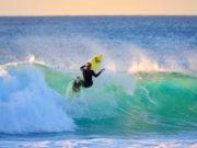 Rosina Neuerer surft vor der Küste Fuerteventuras.